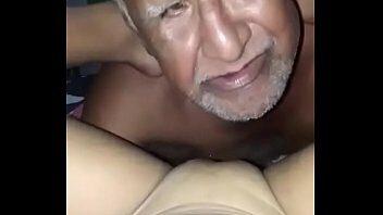 Velho Chupando A Buceta - Video de sexo Velho Chupando A Buceta