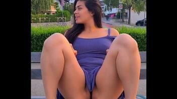 Luana Kasaki nua mostrando a xoxota depilada